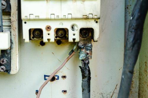 Compteur électrique en mauvais état